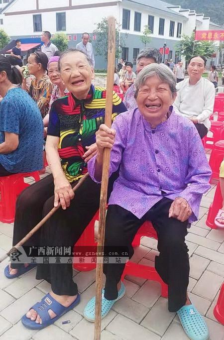 巴马:文明实践活动下基层 文化惠民服务送上门