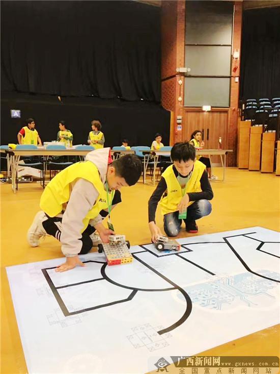 南寧市兩名小學生奪得世界教育機器人大賽一項冠軍