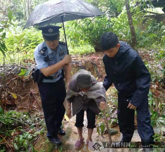 台风中,边境民警这张照片很美