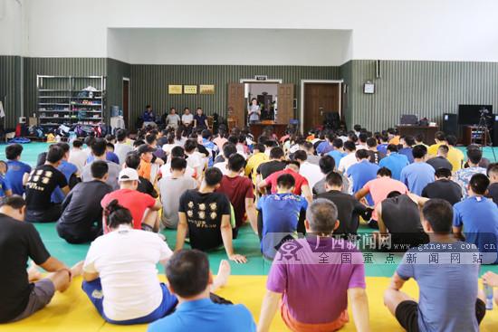 钟雪纯亲述金牌背后故事 勉励师弟师妹们坚守初心