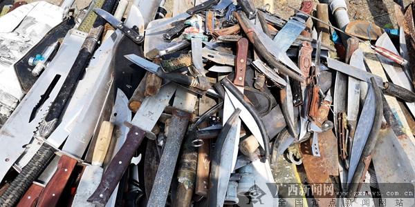 桂林统一销毁收缴非法枪支414支管制刀1000余把