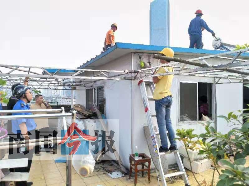 """柳州:楼顶板房因违建被拆除 业主连称""""亏大了"""""""