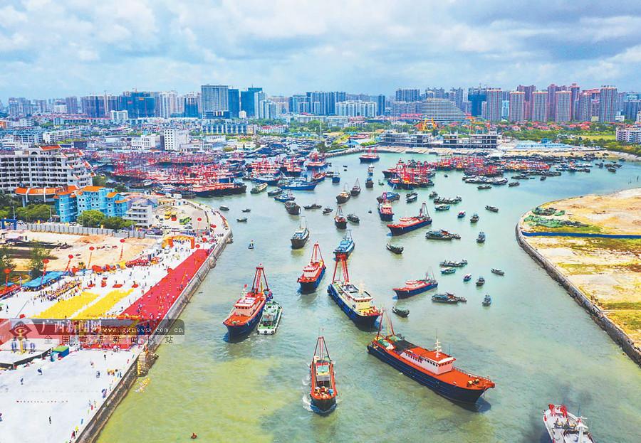 千帆竞发出港 广西沿海三市举行开海仪式(组图)