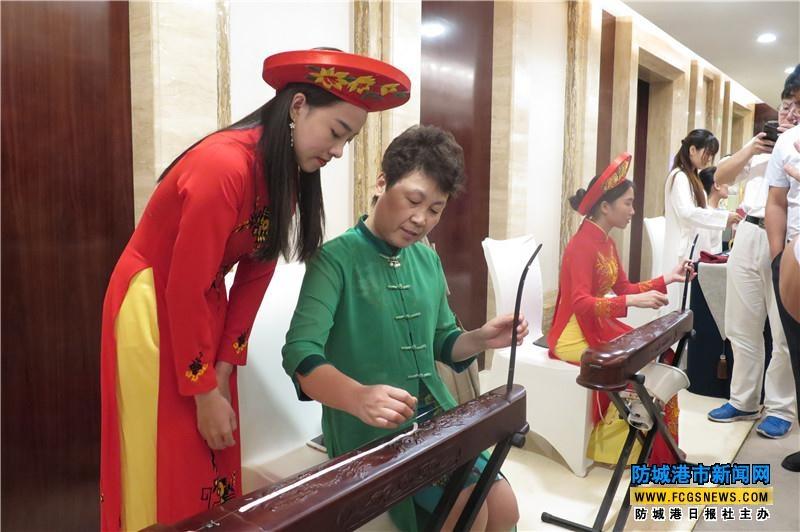 防城港:京族独弦琴表演引人注目