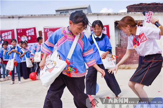 """愛有約 心無限 百勝中國探訪""""捐一元""""廣西受助學校"""