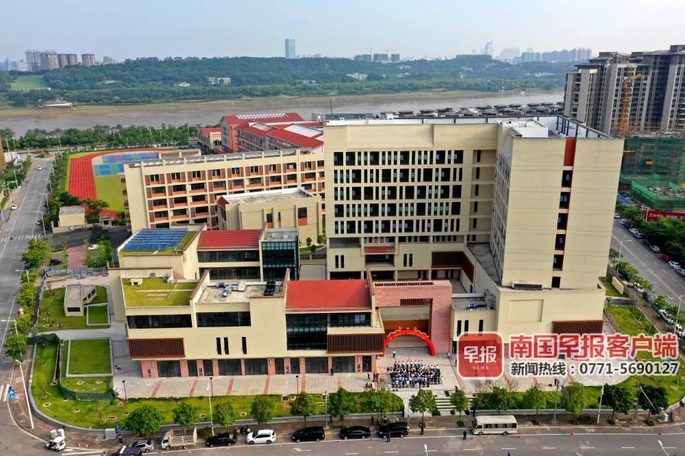 """南宁市一批建设项目开(竣)工 打造""""漂浮""""城市广场"""