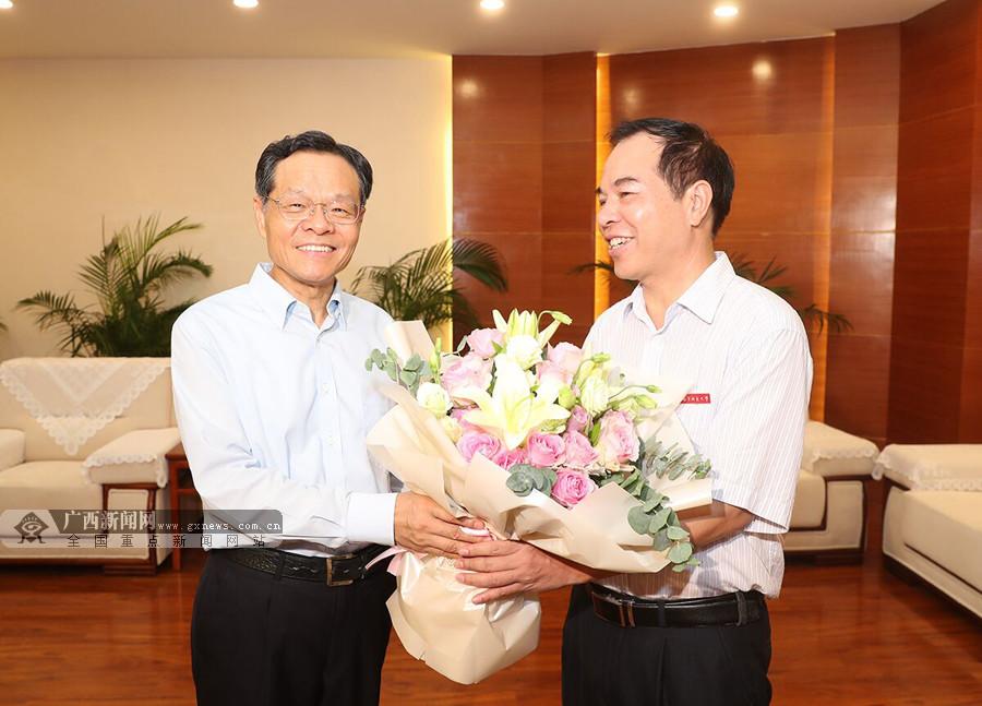 陈武看望慰问教师代表时要求 在全社会营造尊师重教的良好风尚