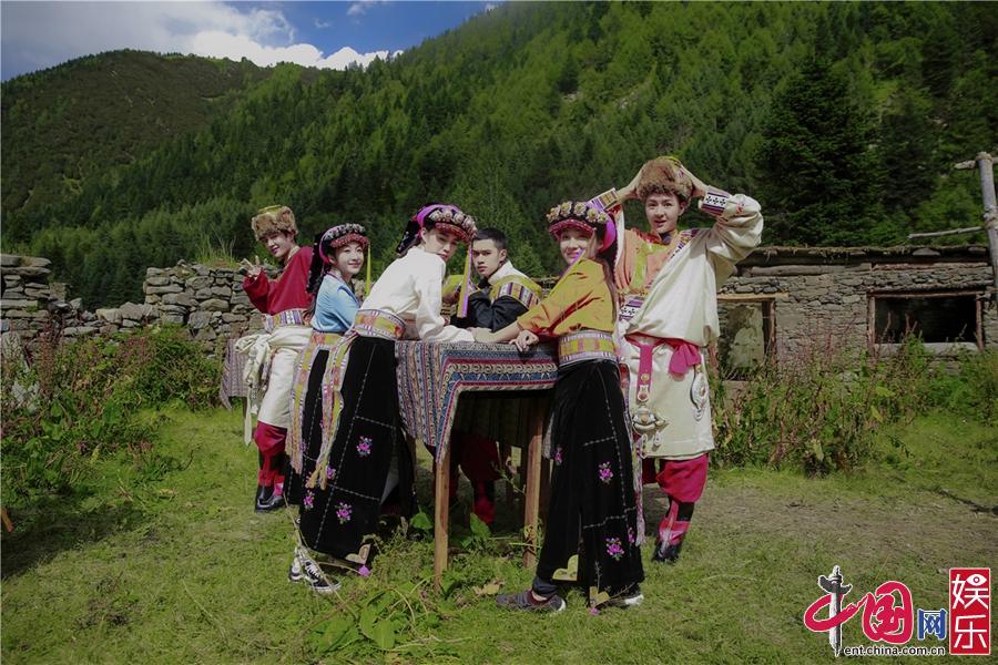 《一路成年》徐锦江高反不适徐菲温暖相伴