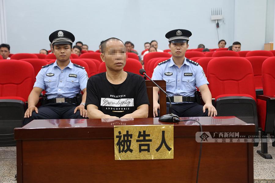 持刀砍民警 藤县一村民涉嫌犯故意杀人罪出庭受审