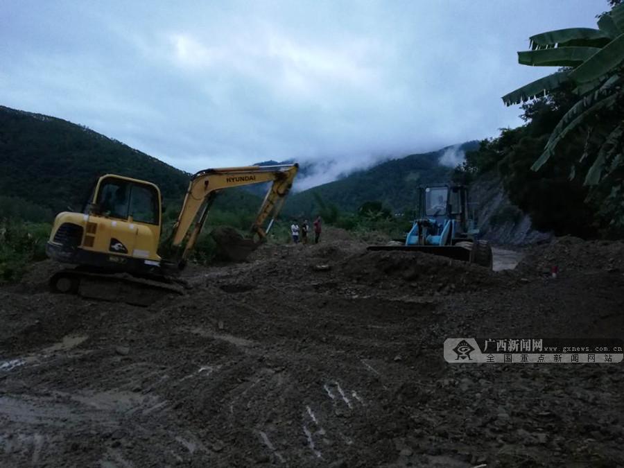 百色隆林多路段水毁塌方 公路人