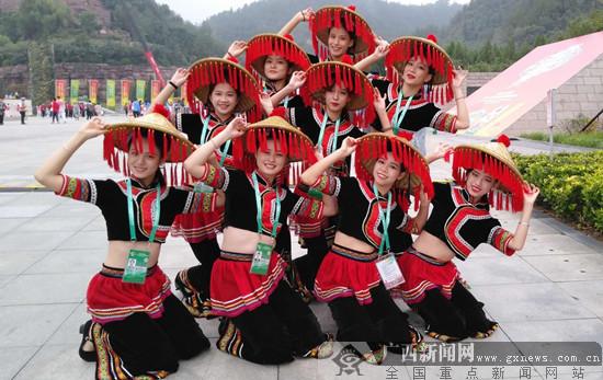 毛南族祈福舞在民族大联欢上精彩上演