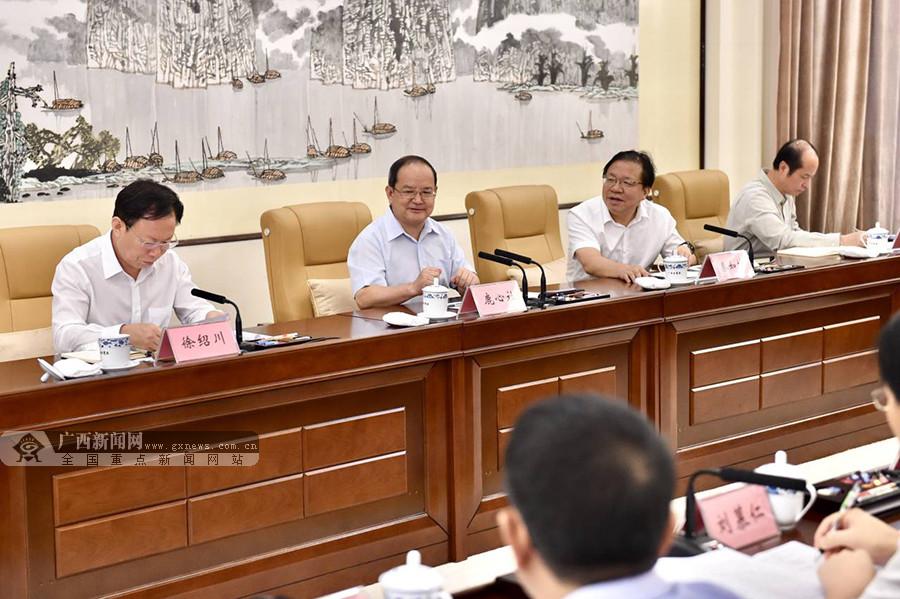 自治区党委召开发展壮大民营经济专题协商座谈会