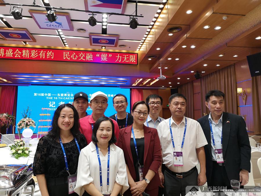 盛会邀约 相聚南宁 中外媒体记者齐为东博会喝彩