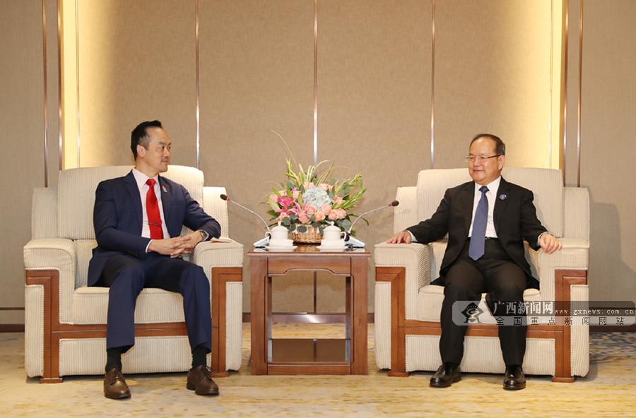 鹿心社会见新加坡贸工部高级政务部长许宝琨