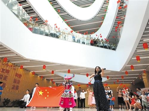 南宁图书馆举行大型阅读活动与市民一起祝福祖国