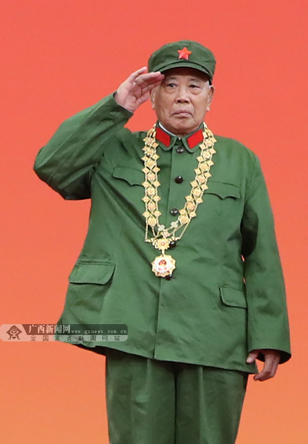 """""""荣誉是对所有烈士的褒奖""""――记共和国勋章获得者李延年"""