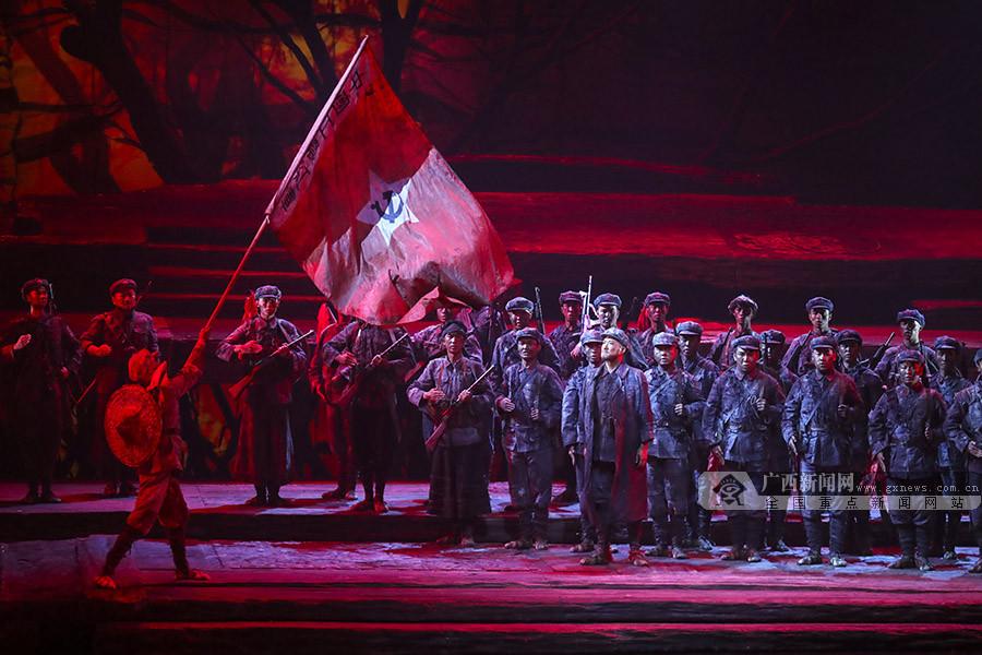 信仰之光照亮奋斗之路――写在大型原创音乐剧《血色湘江》首演之时