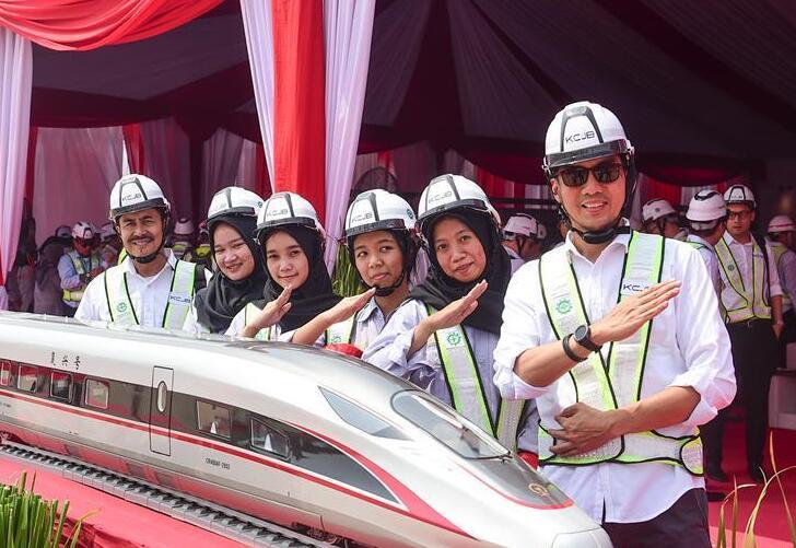 印尼雅万高铁首榀箱梁成功架设