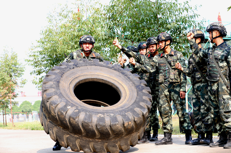 高清:练兵备战 百色武警官兵一直在路上