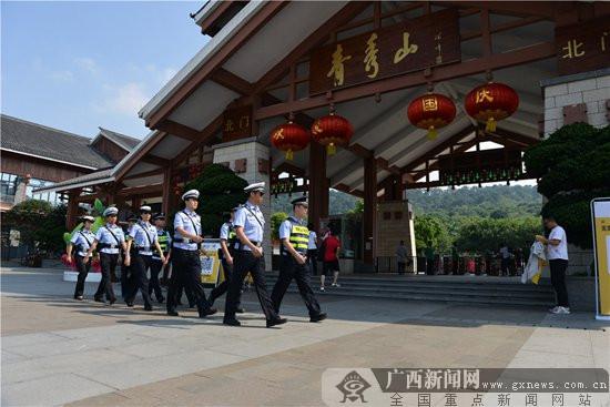 南宁警方扶危助困 安保首府欢度国庆佳节