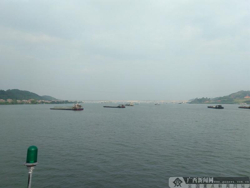 梧州长洲枢纽大规模待闸船舶得到有效疏导