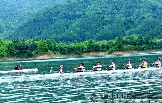 组图:全国皮划艇马拉松公开赛10月20日在大化红水河百里画廊举办