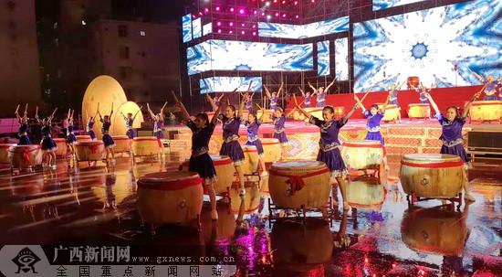 河池举行扶贫日文艺晚会 鼓舞士气打赢脱贫攻坚战
