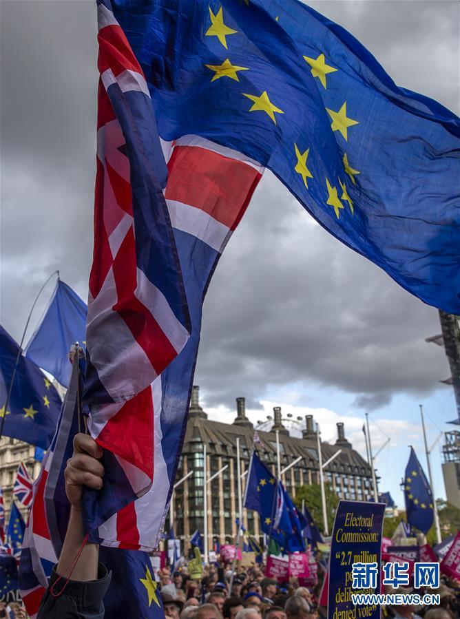 """伦敦数万民众游行呼吁举行第二次""""脱欧""""公投"""