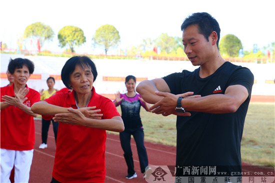 弘扬传统健身功法 贺州全民健身大讲堂开堂授课