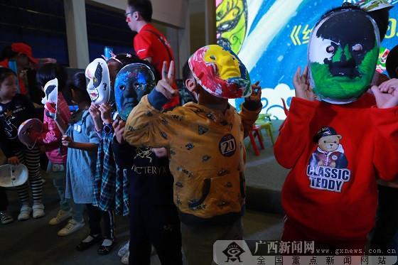 《给孩子的京剧》惊艳广西书展 儿童彩绘比赛精彩十足