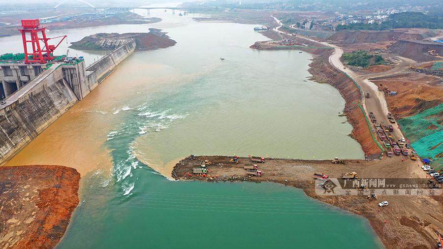 大藤峡水利枢纽工程提前实现大江截流