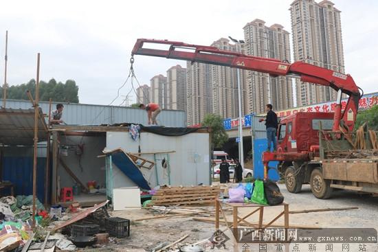 """邕宁区拆除南钦铁路沿线三处""""两违""""建设"""