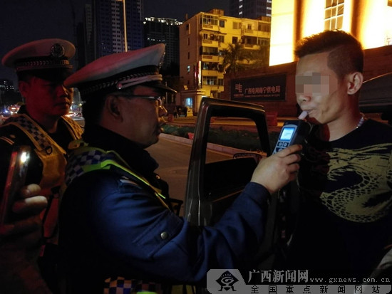 病逝当天仍在执勤,这位南宁交警已扎根基层25年