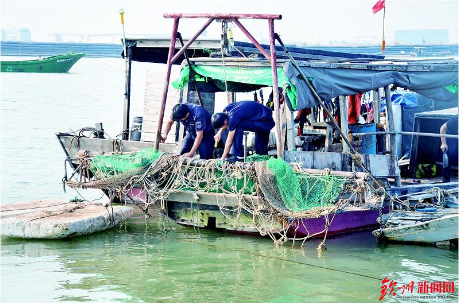 钦州渔政捣毁、没收一批非法电鱼捕捞工具