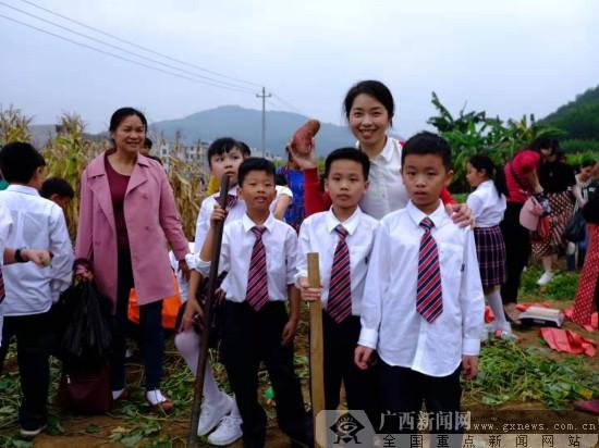 视频|桂雅合理手拉手 乡村校园再添爱心图书