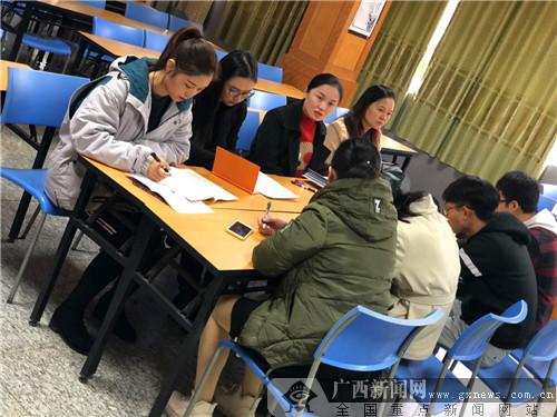 南宁桃源路小学开展美术实习教师课堂教学点评分享会