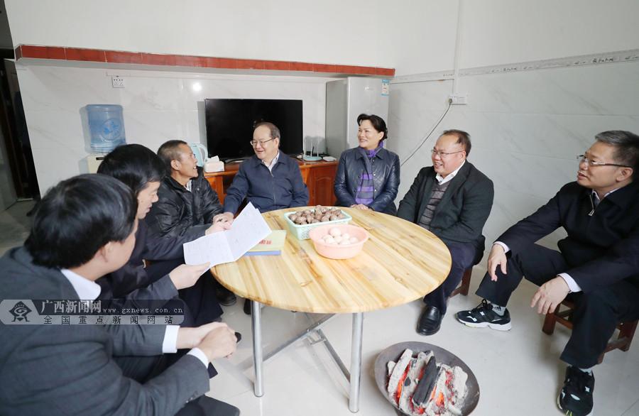 鹿心社深入凌云乐业宣讲党的十九届四中全会精神并调研