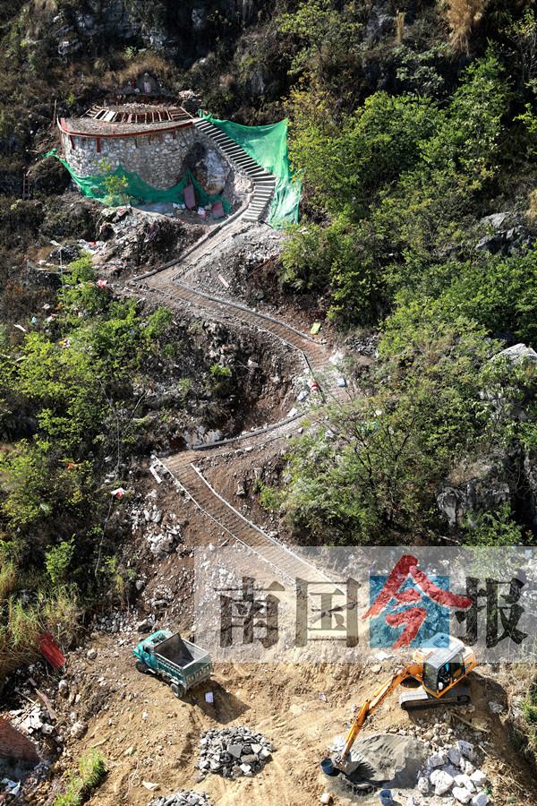 柳州一小區后山有人大動土木修祖墳 看起來瘆人