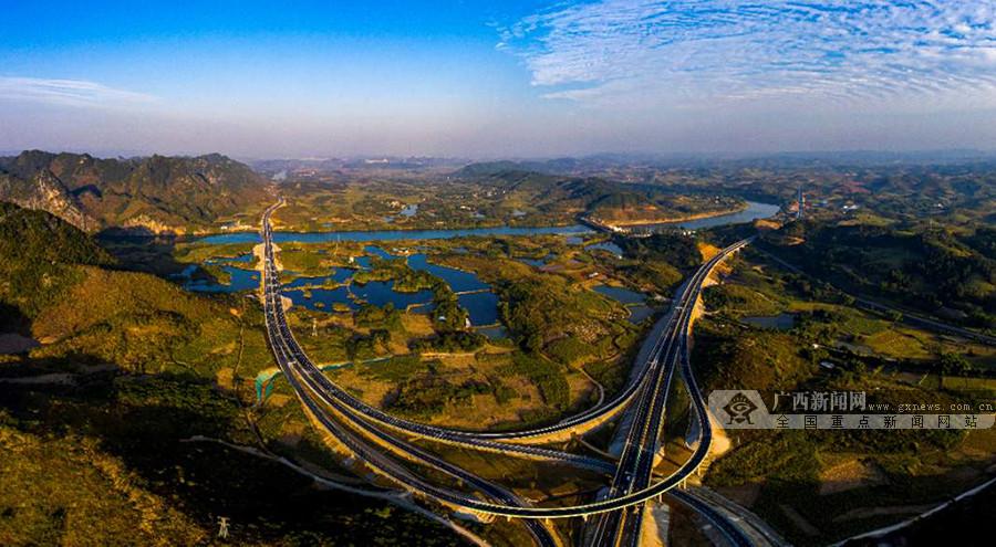 崇水高速公路建成通车 南宁到龙州缩短近1个小时
