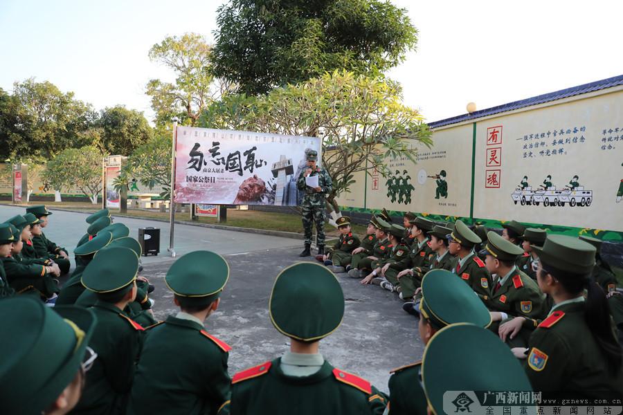武警钦州支队联合驻地小学悼念南京大屠杀遇难同胞