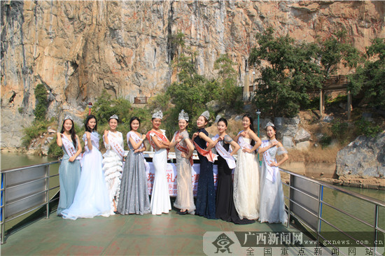 第15届中国-东盟礼仪大赛中国总决赛获奖选手到花山岩画采风