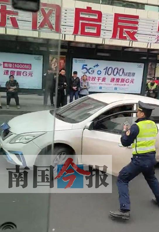 承德市高速交警刘三被抓_轿车涉嫌非法营运被查 冲撞执法车辆疯狂逃窜-广西新闻网