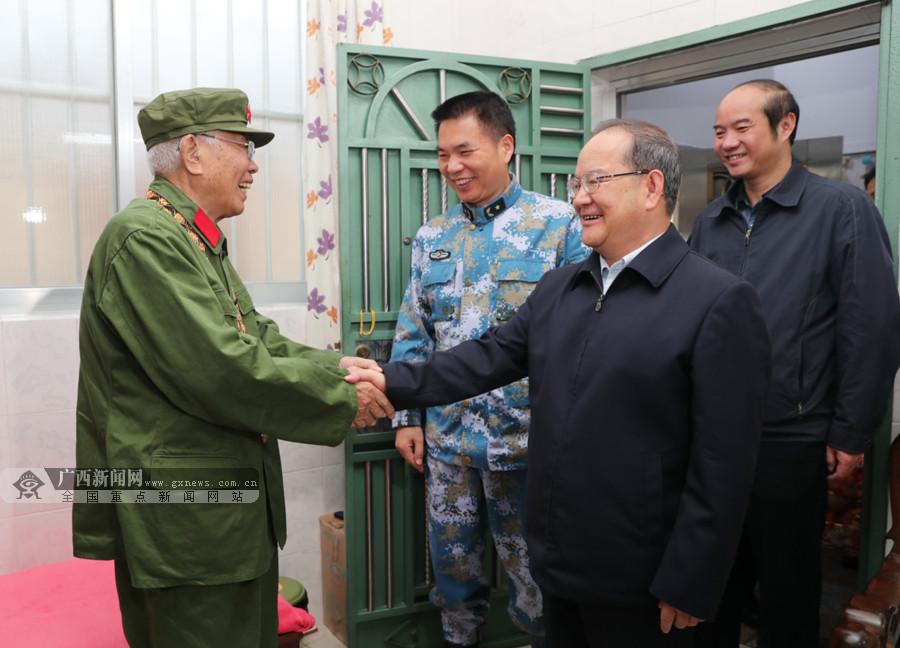 鹿心社看望慰问共和国勋章获得者李延年