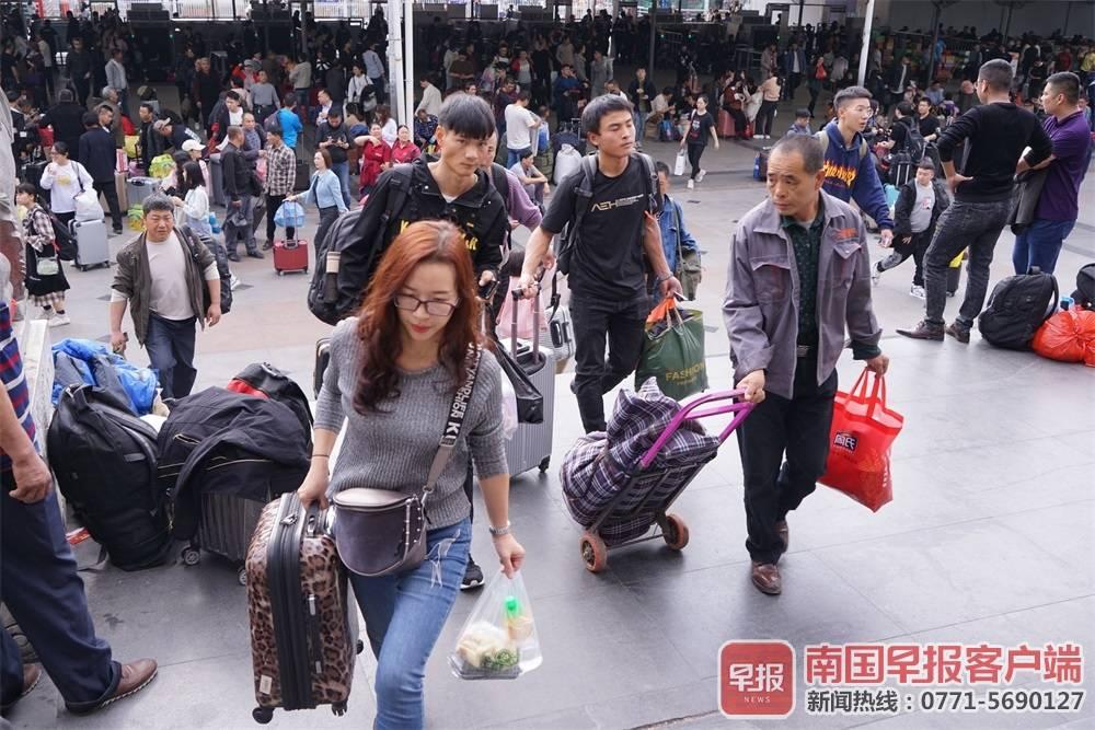春运首日南宁两个火车站预计发送旅客12.1万人次