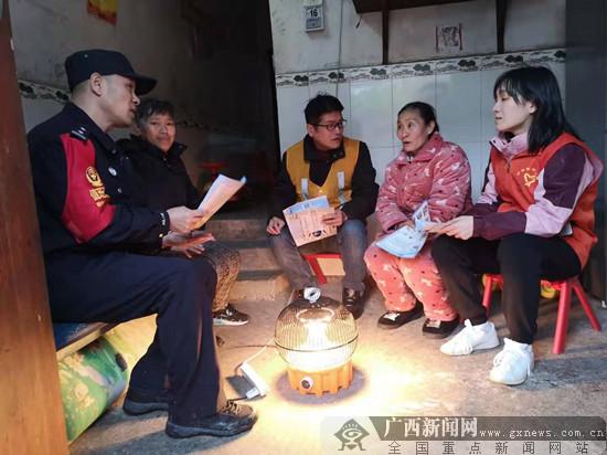 桂林鐵路警方進村入戶開展愛路護路法制宣傳