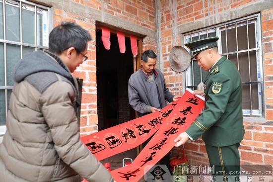 武警钦州支队春节前看望慰问困难群众