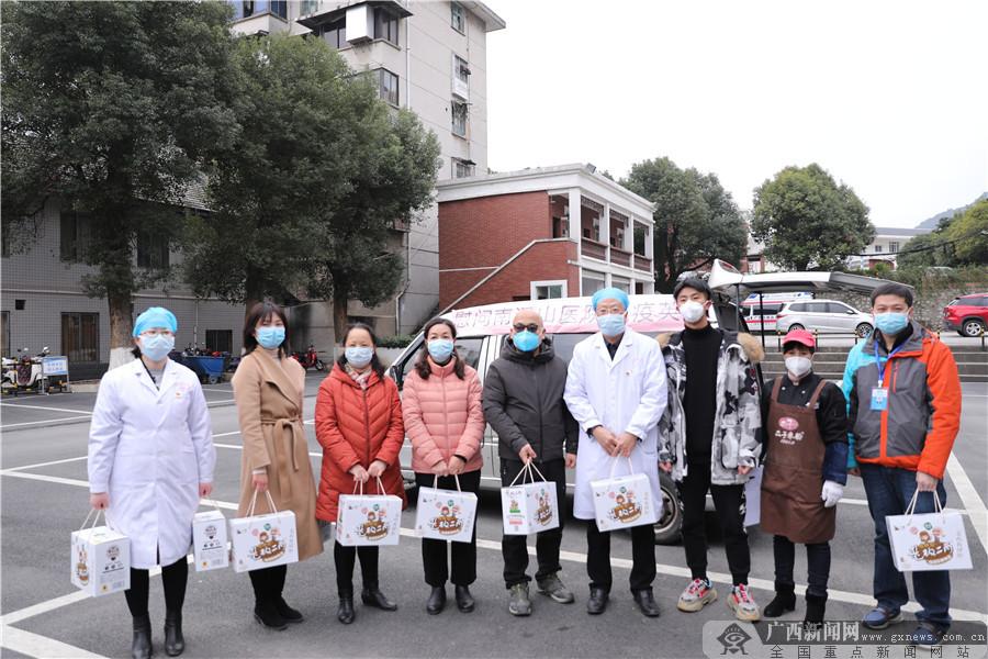 桂林全城�P注疫情防控 �嵝钠�I市民出手援助