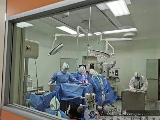 """自治区南溪山医院:爱的接力 一台""""特殊""""的手术"""