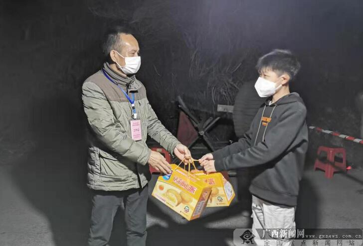 防城港港口区村民自发支援疫情防控第一线