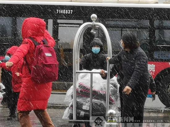 [关注广西支援湖北医疗队]寒风里,他们满怀春的信念